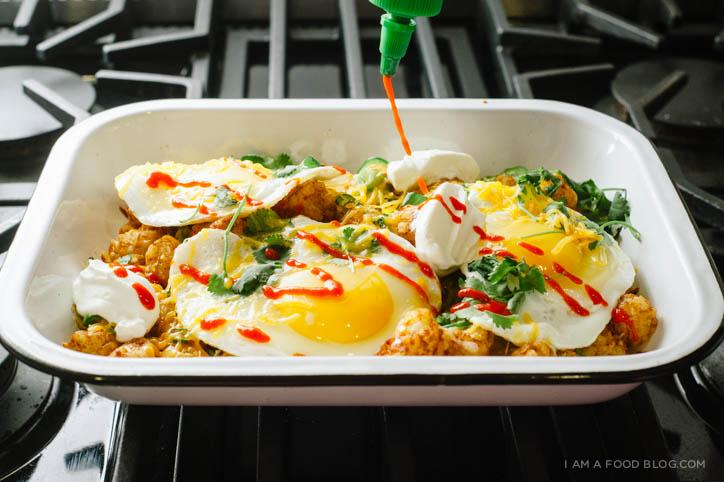 tater tot breakfast nacho recipe - www.iamafoodblog.com