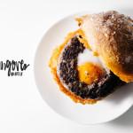 egg in a hole burger recipe - www.iamafoodblog.com