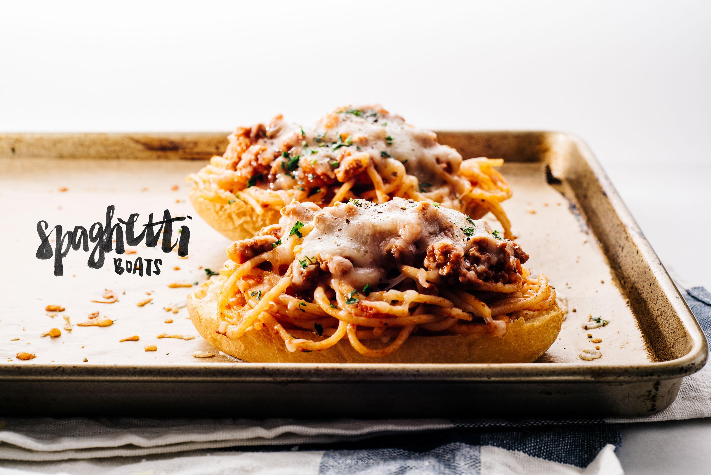 spaghetti garlic bread boat recipe - www.iamafoodblog.com