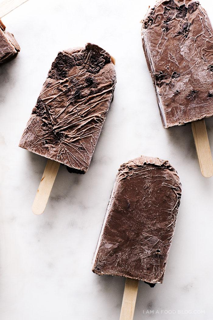 brownie fudgsicle pops recipe - www.iamafoodblog.com