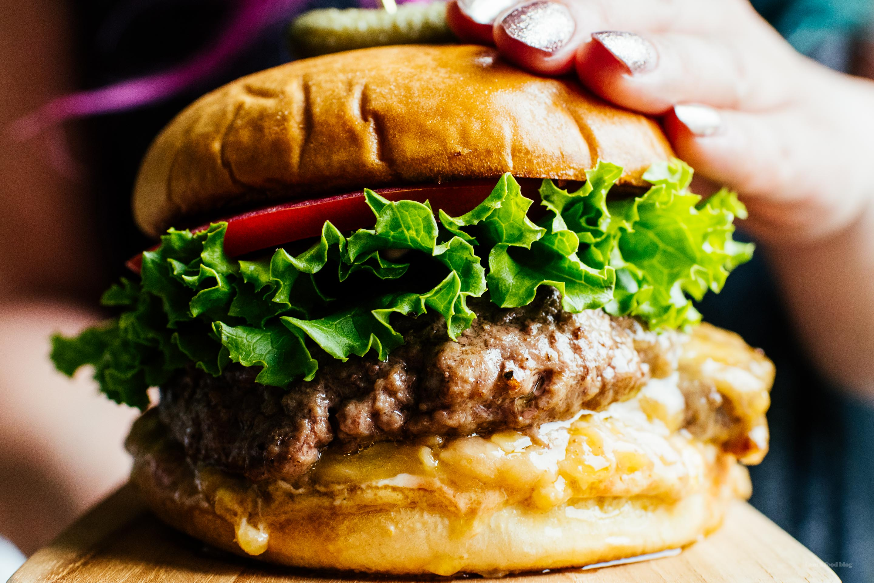 Make the ultimate burger: the juicy lucy. Juicy beef patty stuffed with melty gooey cheese. #burger #recipe #easy #dinner
