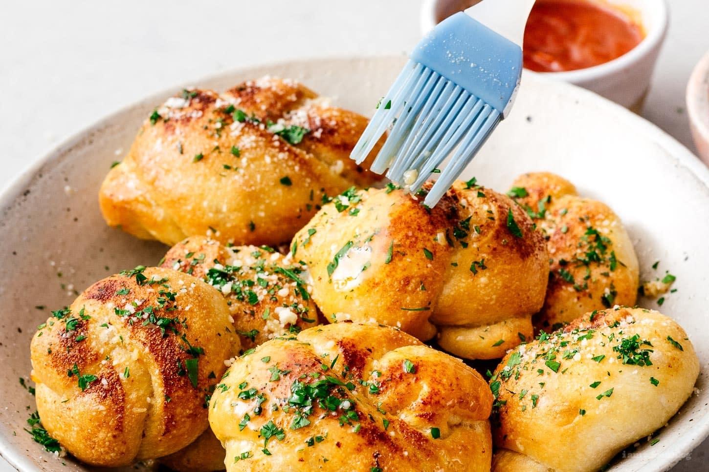 parmesan garlic knots | www.iamafoodblog.com
