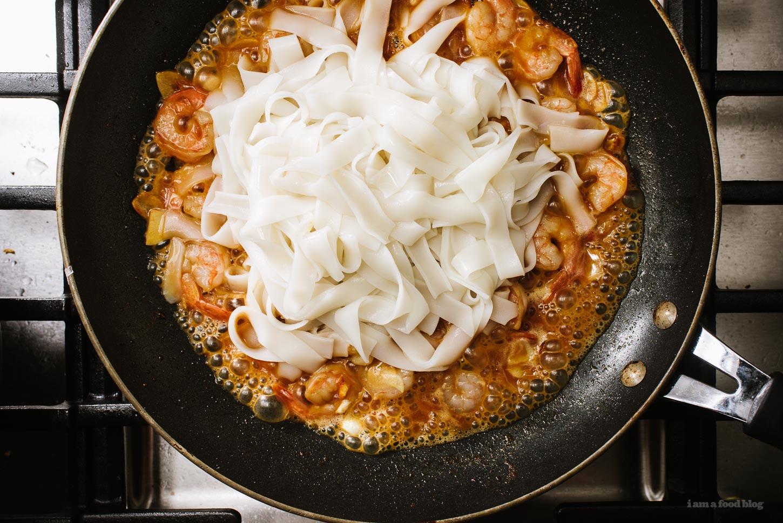 Easy 15 Minute Garlic Shrimp Scampi Chow Fun Noodles Recipe | www.iamafoodblog.com