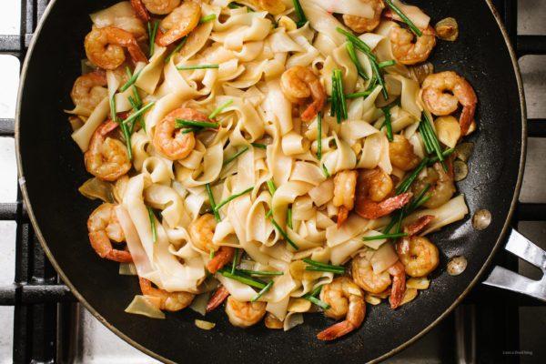 Easy 15分钟大蒜虾虾炒面食谱| www.www.cpxjq.com188金宝博地区限制