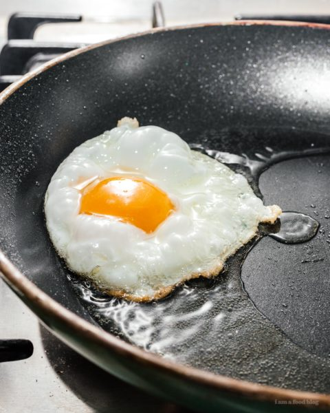 How to Make Crispy Fried Eggs | www.iamafoodblog.com