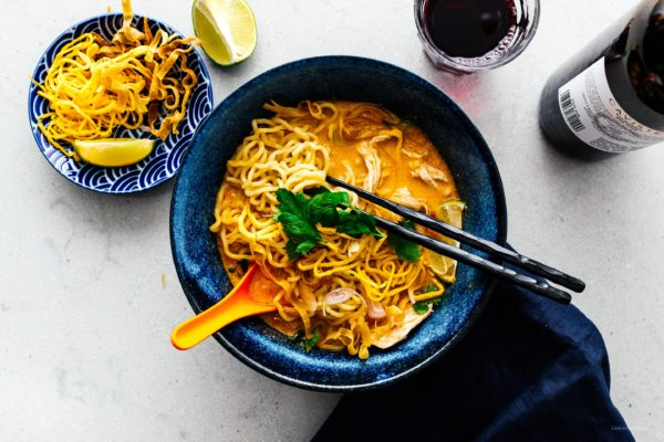 khao soi thai coconut curry noodle soup | i am a food blog