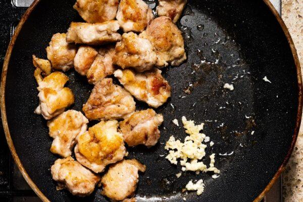 frying chicken and garlic | www.iamafoodblog.com