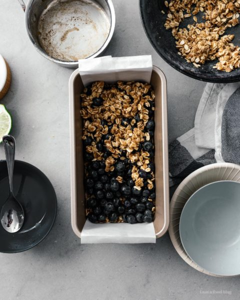 These browned butter blueberry oatmeal crumble bars are bursting with all the goodness of sweet summertime blueberries, nutty browned butter, and heart healthy oats. Make a batch today! #brownedbutter #brownbutter #recipes #dessert #oatbars #blueberrybars #blueberries #oatmeal