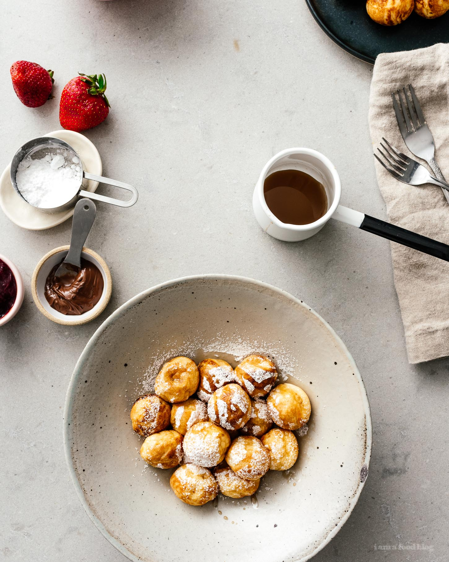 Make Danish aebleskiver at home for the ultimate brunch! Pancakes never looked so cute :) #pancakes #brunch #breakfast #recipes #brunchrecipes #cutefood #pancakeballs #aebleskiver #danish