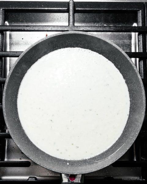 2 .原料:香草蒜味意大利面!这是你做过的最简单的意大利面,只需要两种原料!奶油和美味,完美的那些夜晚,当你不想做饭。晚餐简单二配料通心粉意大利面奶酪macandcheese boursin