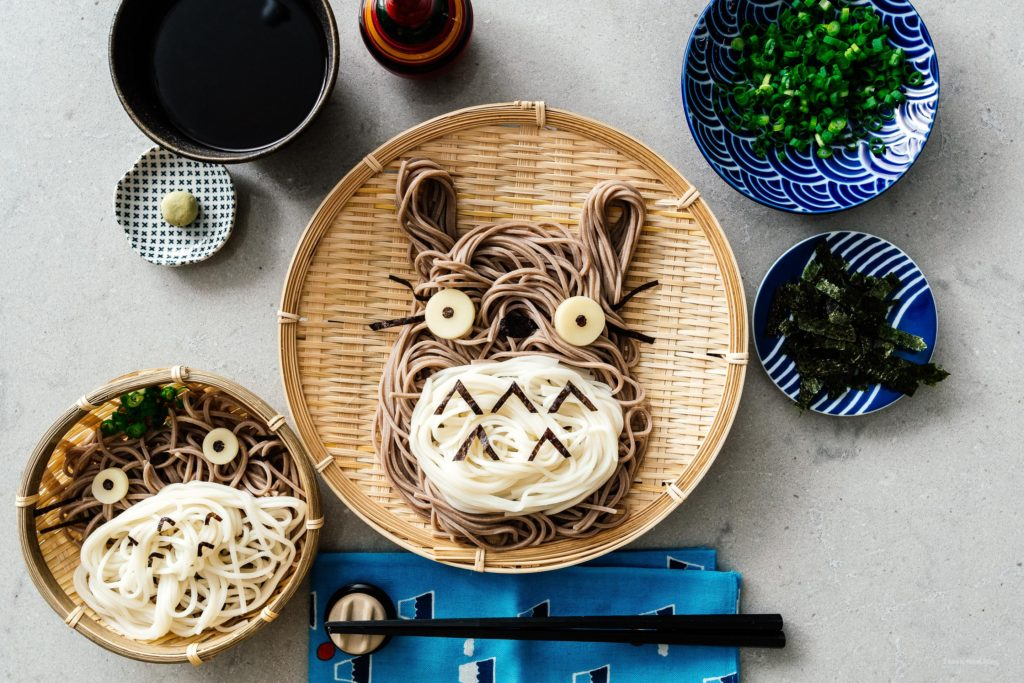 How to make Totoro soba: cold soba noodles with a soy-dashi dipping sauce in the shape of the ever lovable Totoro. You know you wanna eat him! #soba #japanesefood #totorosoba #totoro #totorofood #kawaiifood #soba #recipes