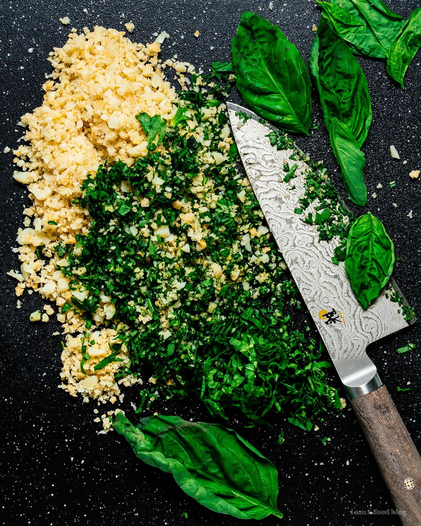 macadamia parmesan pesto penne recipe: fast, easy, no food processor necessary. #pesto #macadamia #recipe #dinner #easy