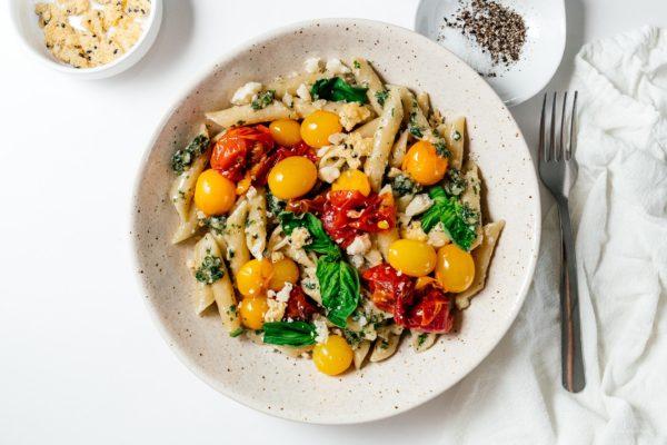 澳洲坚果帕尔玛香蒜酱penne食谱:快速,简单,不需要食物加工。沙司#澳洲坚果#食谱#晚餐#简单