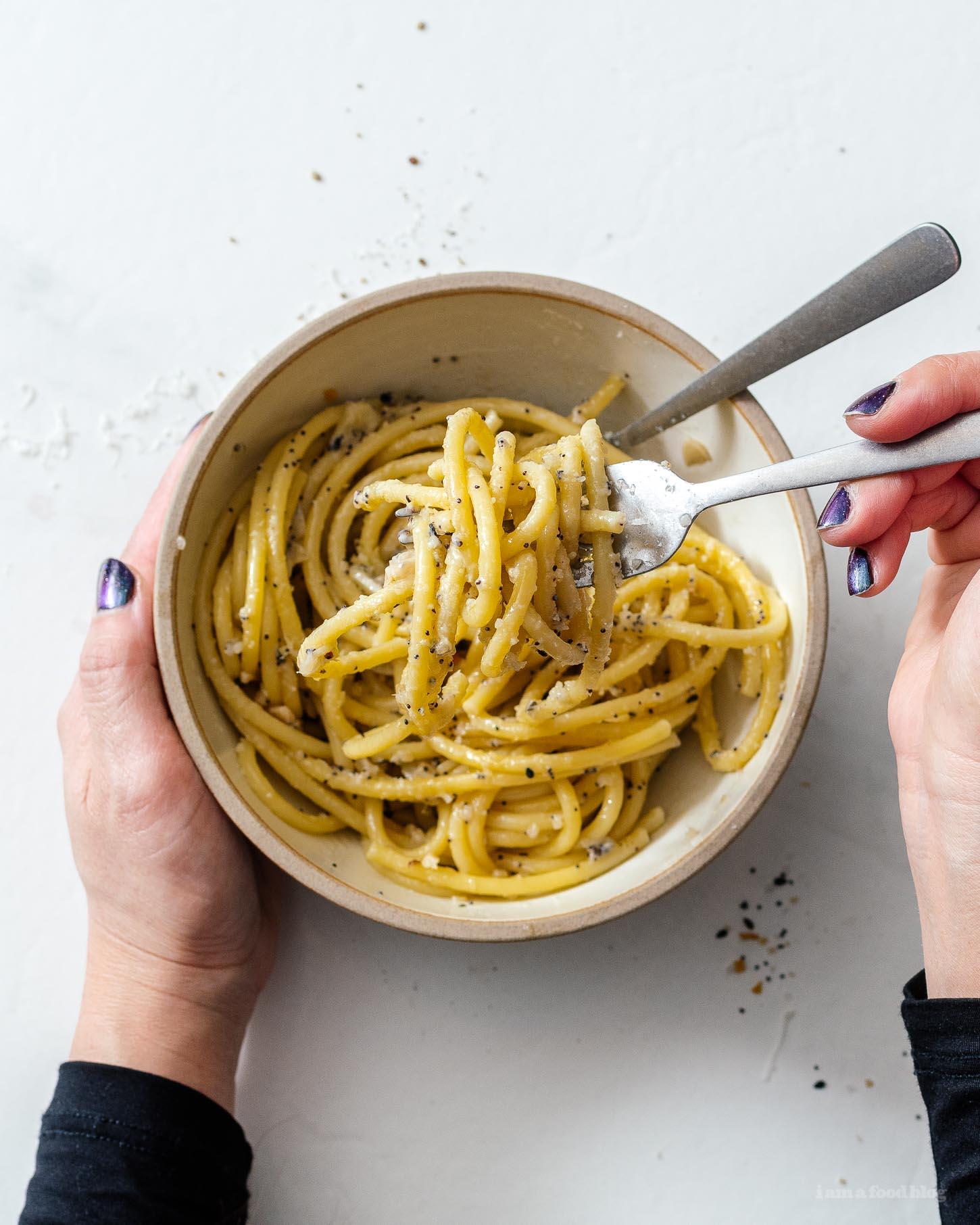 Everything Bagel Spice Aglio E Olio Pasta | www.iamafoodblog.com