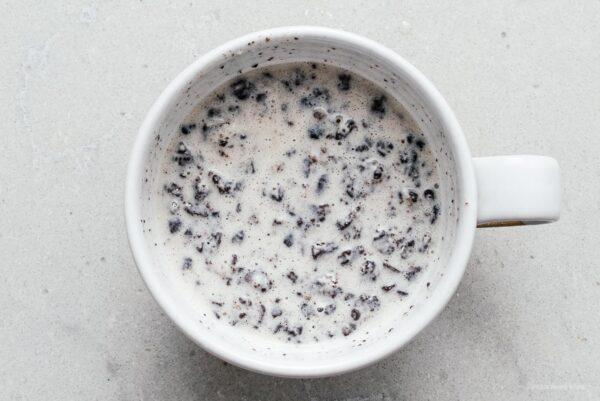 how to make oreo mug cake | www.iamafoodblog.com
