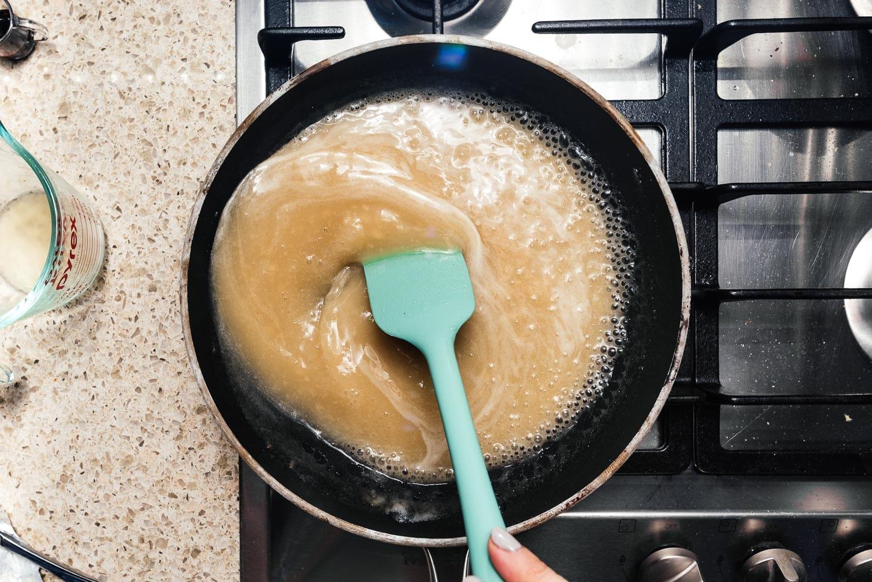 making gravy | www.iamafoodblog.com