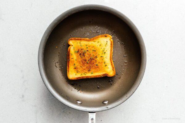 frying texas toast | www.iamafoodblog.com