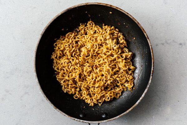 stir frying instant noodles   www.iamafoodblog.com