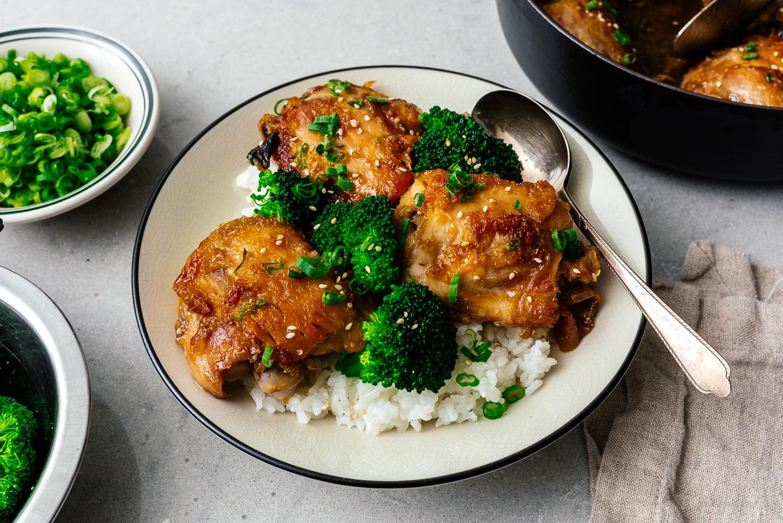 honey garlic chicken on rice | www.iamafoodblog.com
