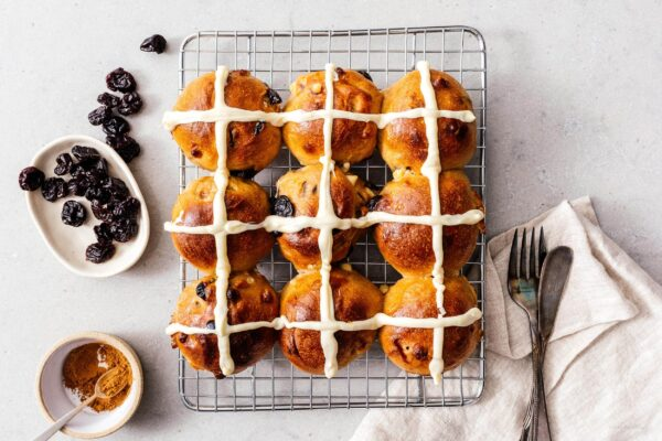 hot cross buns recipe | www.iamafoodblog.com