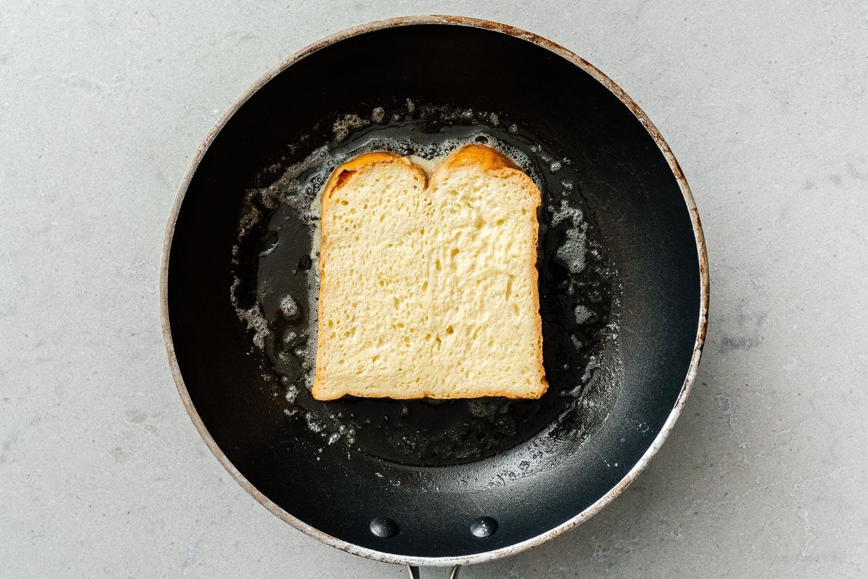 frying french toast | www.iamafoodblog.com