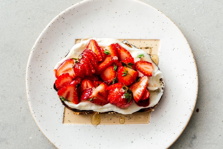 strawberry and honey ricotta toast | www.iamafoodblog.com